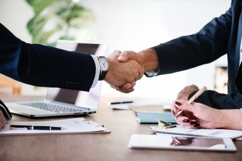 a business owner and an outsource service provider partnering to gain outsourcing services benefits