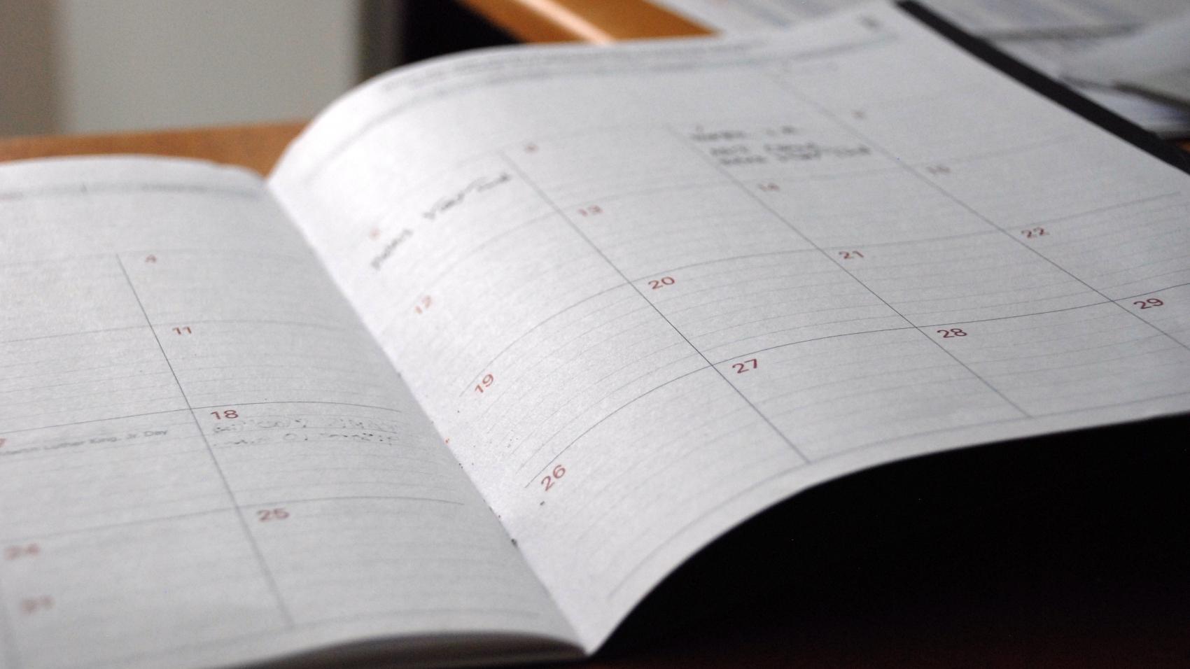 image following the calendar organization tips