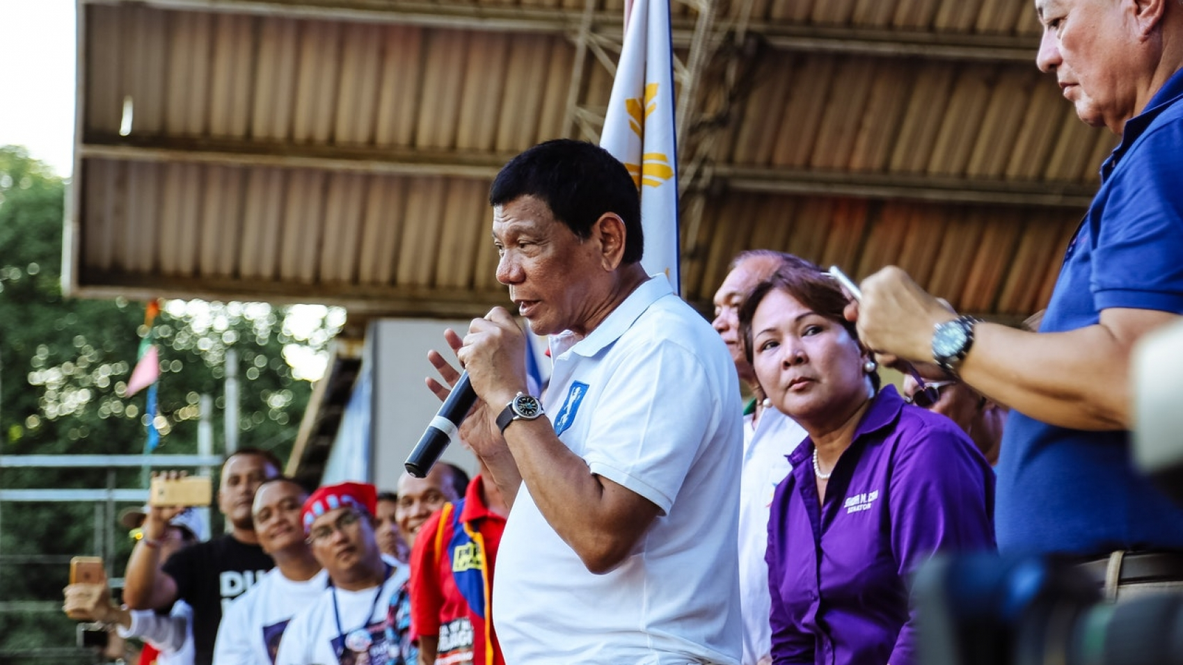 picture of president duterte discussing about the Philippine economy